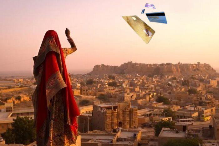Индия откажется от банковских карт