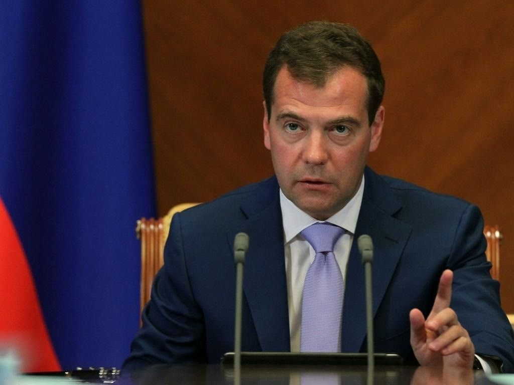 Медведев про запрет на снятие средств с анонимных карт: